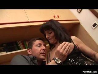 Mamalhuda mãe gets dela velho cona fodido