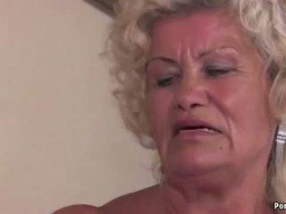 おばあちゃん screams 同時に ファック ハード