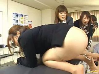 Asiatisk tenåring jenter gi deres asses til anal sex
