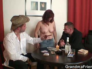 Oma double penetration nach card spiel