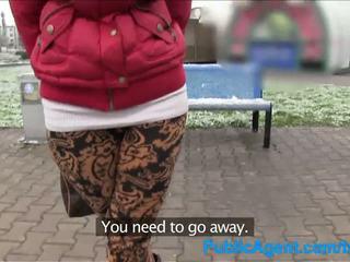 Publicagent innocent shopper gets pakliuvom į a mašina už modelling darbas