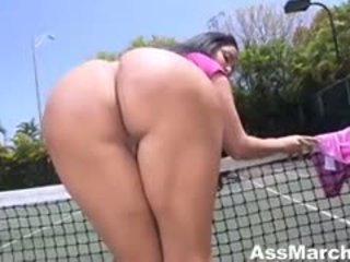 Large Butt Kiara Mia Sucks Cock