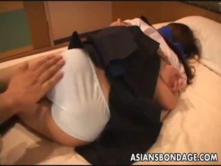 एशियन स्कूल गर्ल gets tied ऊपर के लिए एक बीड़ीएसएम सरप्राइज़