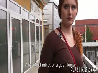Enorme poppe ceco ragazza scopata in autobus stop per alcuni soldi