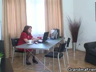 Mummi ja boys teinit kolmikko sisään the toimisto