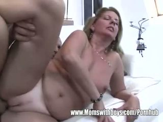 Kocica fucks później ona catches jej stepson masturbacja