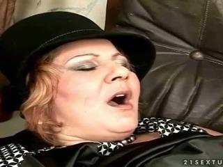 Vecmāmiņa gets fucked par the dīvāns
