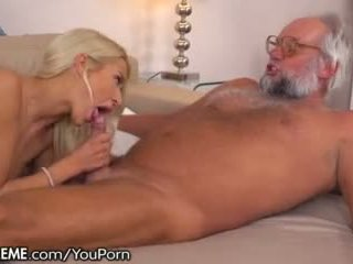 21sextreme Fucking and Fingering a Grandpa