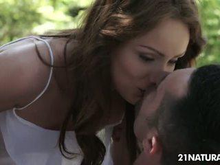 morena, completo beijos quente, grande piercings completo