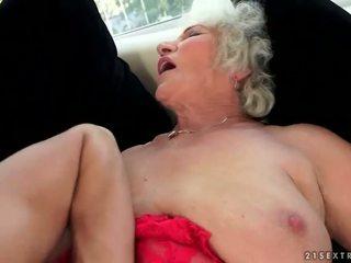 Nakal berpayu dara besar nenek enjoys panas seks