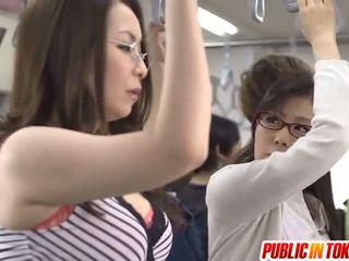 Asiatiskapojke mor id liknande till bang licks rooster i tåg xxx parten