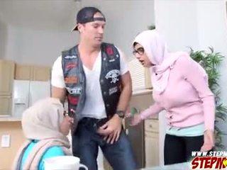 Mias bf gets banged על ידי שלה חרמן אמא חורגת