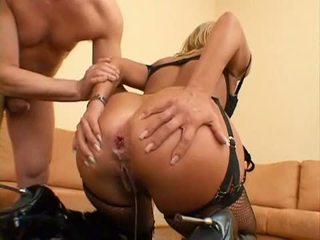Cocklover sarah james gets لها صغير الشرجي مارس الجنس و امرأة سمراء