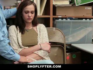 Shoplyfter - 엄마 과 딸 겁에 질린 과 엿 용 stealing