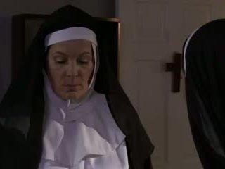 חרמן בוגר נזירה ו - כּלבתא לסבית סקס (roleplay)