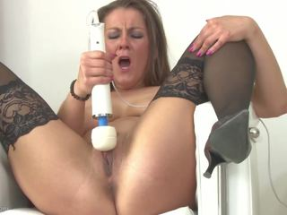 Real Hot Mom Bating with Hitachi Sex Toy, Porn a5