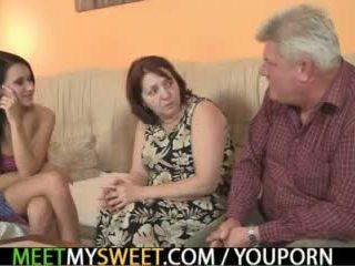 Sex-crazed vecs parents jāšanās viņa meitene