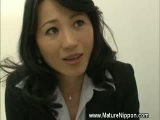 Матуся зріла азіатська spoils студент
