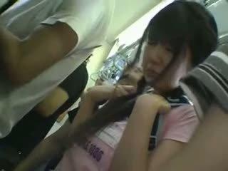 Mini sijonas mokinukė apgraibytas į traukinys