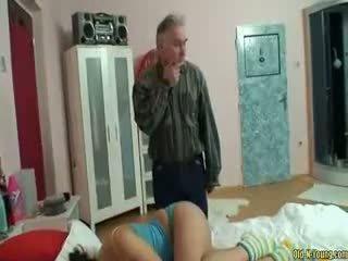Magamine teismeline tüdruk perse licking