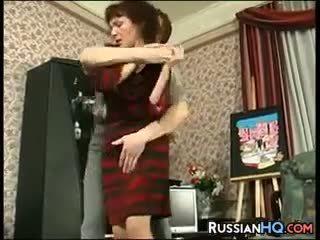 Възрастни руски прецака от а млад guy