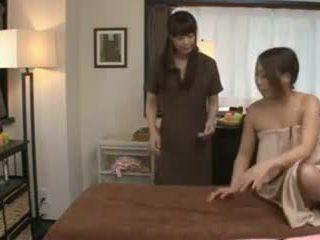 A japanilainen masseuse ja hänen asiakas