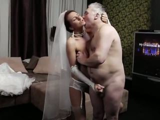 Naughty-hotties.net - 老 男人 和 一 年轻 新娘 - 色情 视频 661