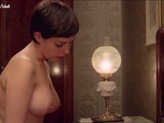 big boobs, orang yg perang rambutnya, model tahun, shower