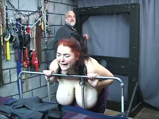 Thick iso tissi perverssi orja tyttö on whipped ja hyväksikäytettyjen sisään the seksi tyrmä