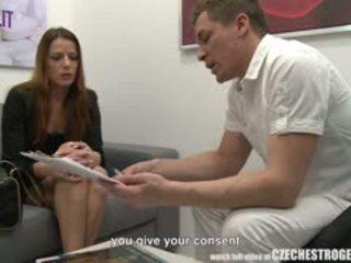 Muda gadis menjadi extremely panas selepas estrogenolit