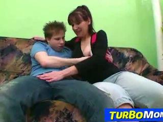 Волосата домогосподарка karin секс з a підліток хлопець