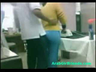 Guy fucks chubby egyptian girlfriend on amateur spy cam
