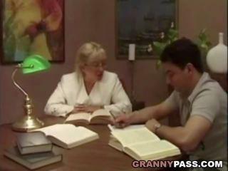 Babi učitelj flirts s ji študent, porno 75