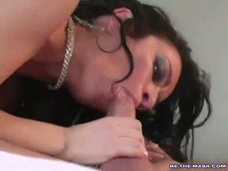 Rondborstig milf avalon takes langs hard lul op haar mond