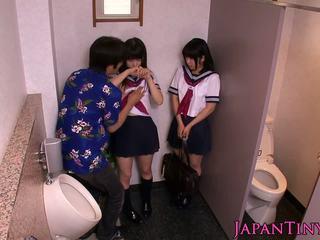 Aprótermetű japán schoolgirls szeretet threeway