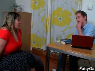 Gorgeous plumper seduces psychologist