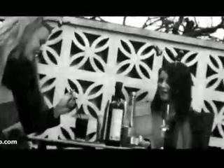 Flashing uk meitenes pie alus dārzs