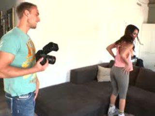 Samia duarte deepthroats the photographer?s कॉक से पहले