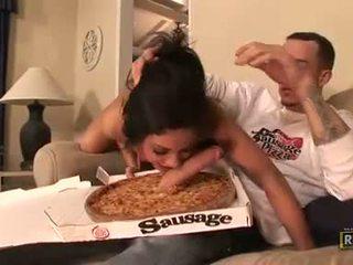 Nggantheng hot eva ellington munches a hard jago in her mouth like a sausage