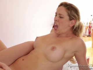 Athlete Ashlyn Molloy Has Sex With Her Coach Cherie Deville