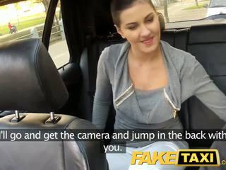 Faketaxi zadné sedadlo sex na verejnosť roadside