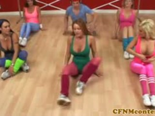 Cfnm femdoms runking kuk ved aerobics