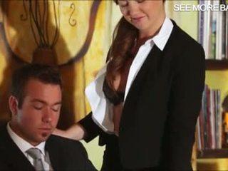 美しい 秘書 maddy クソ 彼女の ボス