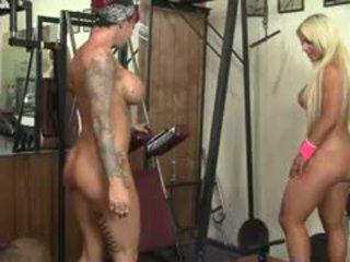 Dani andrews og megan avalon muscle lesbiske