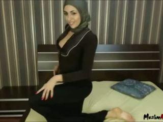 Arab hijab fata needs pula