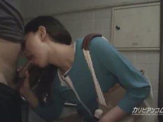 Aziýaly betje eje agzyňa almak at jemagat öňünde restroom