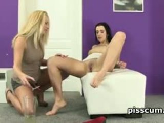 Kirsten Plant And Zuzana Zed Pissing For Pleasure