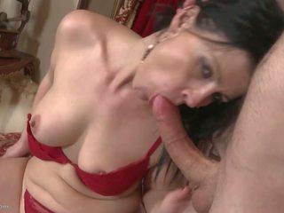 Desperate housewives 咂 和 他妈的 年轻 boys: 自由 色情 2c