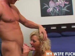 Вашият съпруга wants към рогоносец ви с а male порно звезда