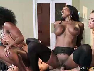 Ebony Interracial / DONWLOAD VIDEO ; http://adf.ly/u3yeJ